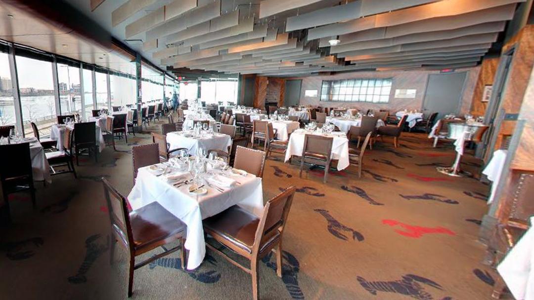 diningroom_riverfront